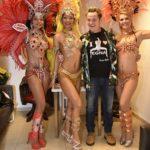 Capodanno Capannina Enzo Salvi con le ballerine brasiliane